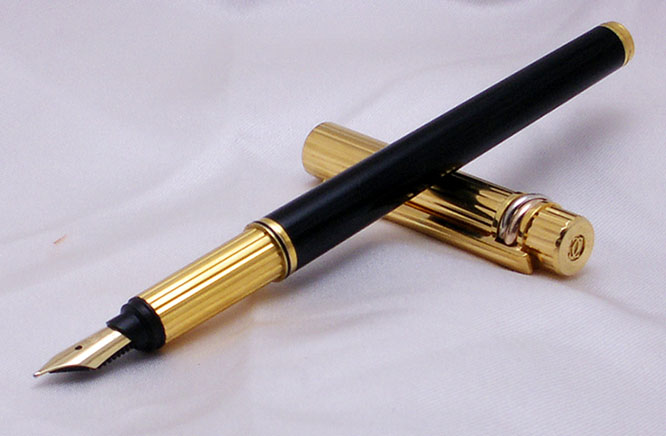 Must De Cartier Chinese Lacquer - Gold Fountain Pen from 1989 !